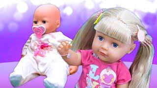 Déballage d'une petite soeur du baby born. Vidéo en français pour filles