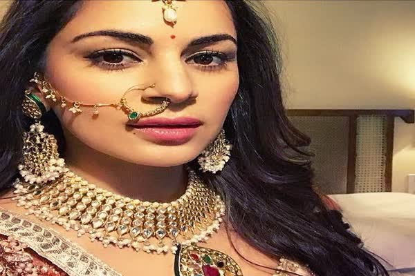 In Graphics: TV Actress Shraddha Arya Slays In Hot And