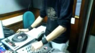 DJ AIORIA TOCANDO EN LA RADIO POLICIA NACIONAL 92 4 FM