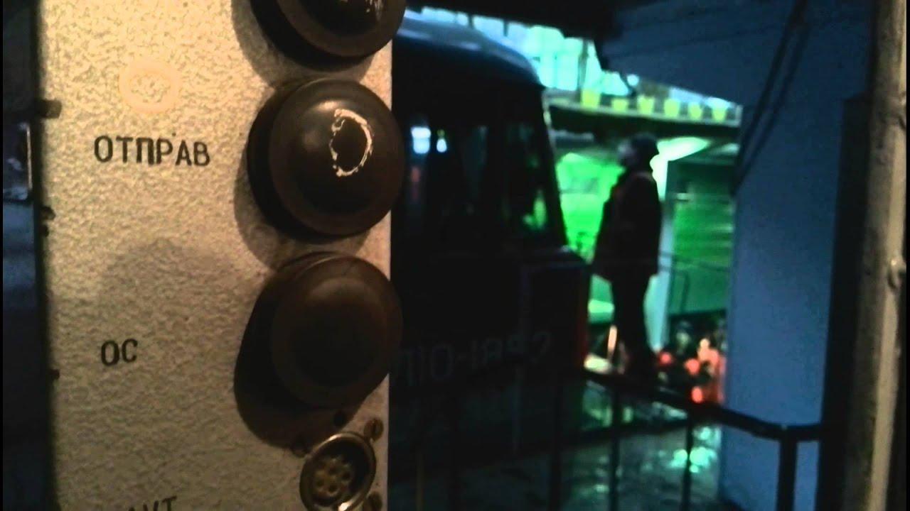 Разбитое стекло прожектора электровоза