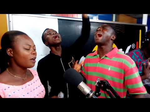 Powerful live worship by Collins Abeka at Angel fm with ohemaa Kente Papabi
