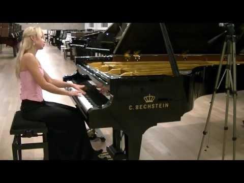 R. Schumann Fantasiestucke Op. 12 Warum, plays Anna Lipiak
