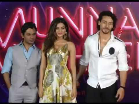 Download Munna Michael Actress Nidhhi Agerwal हुई Cut Dress में Uncomfortable, करती रही Adjust