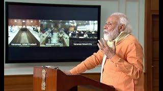 प्रधानमंत्री नरेंद्र मोदी वीडियो कॉन्फ्रेंसिंग के जरिए काशी के अन्न सेवियों से वार्तालाप कर रहे हैं।