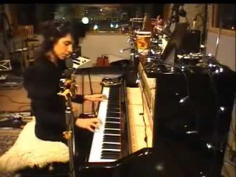 PJ Harvey - Dear Darkness [Live] [White Chalk]