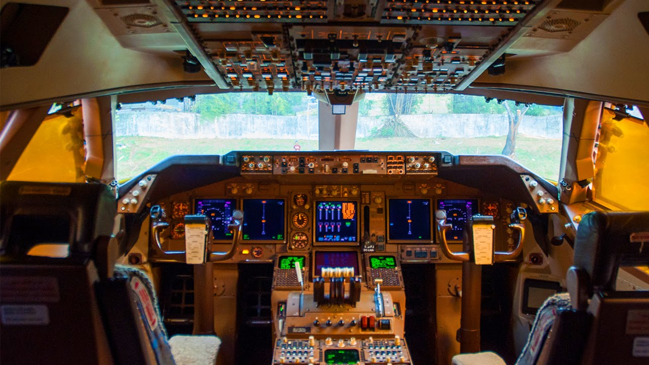 Commercial Pilot Wallpaper Hd Boeing 747 400 Cockpit Halim Jakarta Youtube