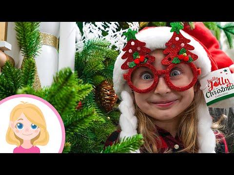 Подарок на Новый год для друга Синего трактора - Маленькая Вера ищет подарки