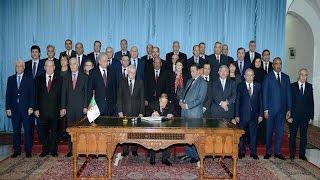 شاهد ..الرئيس بوتفليقة يوقع على قانون المالية 2017 و يترأس اجتماع مجلس الوزراء
