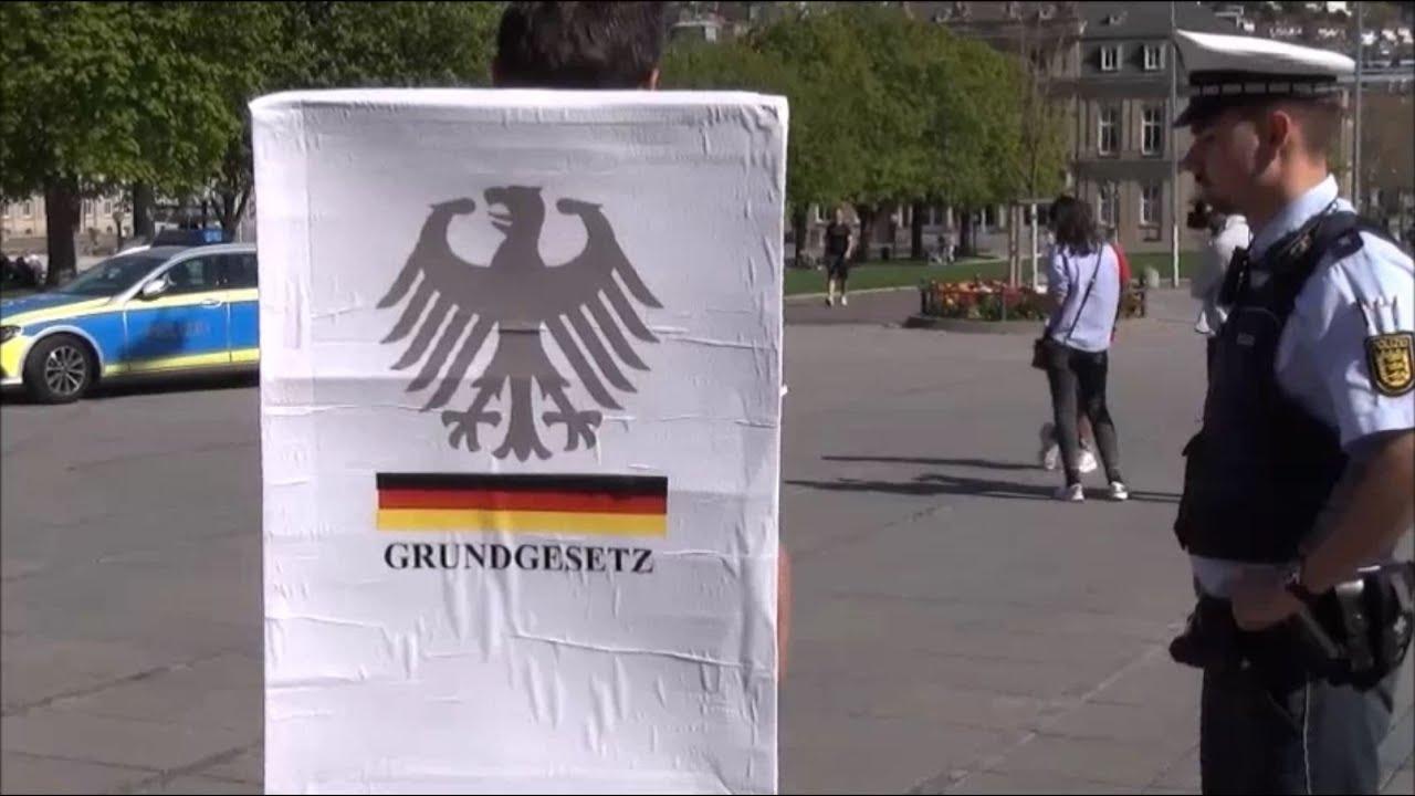 Stuttgart am 11.04.2020: Das Grundgesetz ist ein verbotenes Buch