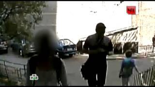 Насильника 16-летней девочки запечатлела видеокамера подъезда