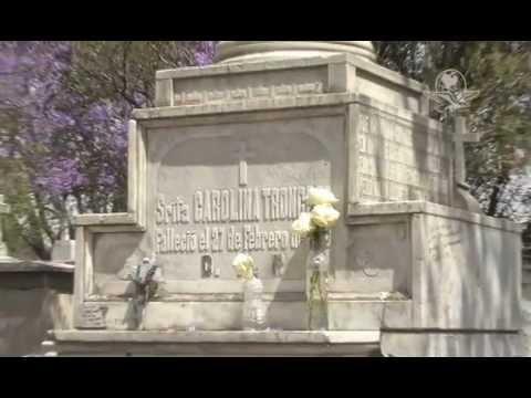 Tumbas de famosos alternativa de turismo en el df youtube for Cementerio jardin del mar