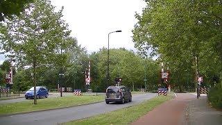 Spoorwegovergang Hoorn // Dutch railroad crossing