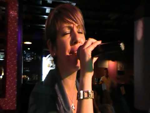 Francesca Matera canta Se Telefonando alla finale del Karaoke Match Volume 3