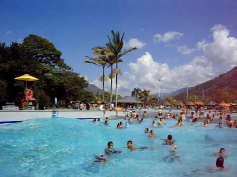 Piscina de olas en parque de las aguas muy cerca a for Piscina de san blas