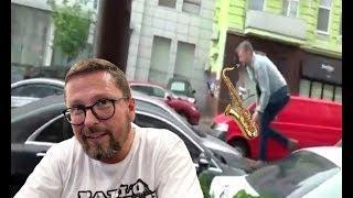 Танцующий на капоте Мерседеса Порошенко