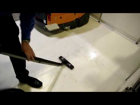 Steam cleaning an already cleaned vinyl floor - see what's hidden beyond the naked eye!