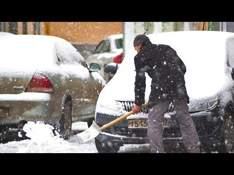 Снежный шторм: в Челябинске устраняют последствия непогоды