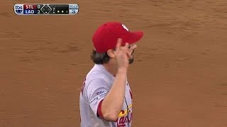 NLCS Gm3: Kozma starts a seventh-inning double play