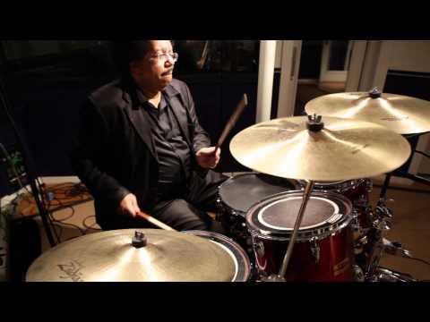 Melvin Davis Performs