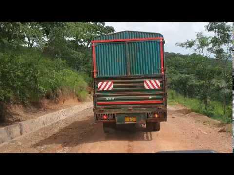 P2233024   Traag verkeer onderweg naar Mpanda