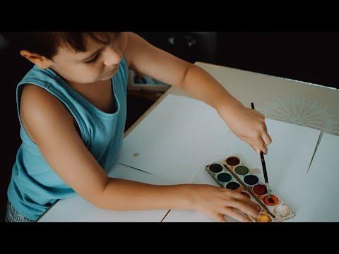 האם הילד שלכם מצייר ילד על הקרקע או מרחף באוויר?