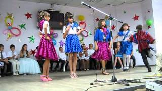 Выпускной в 5 классе!!)))Классно танцуют!!))