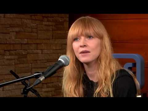 Lucy Rose Prefoms On Facebook Live (27/06/2017)
