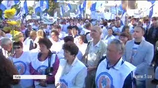 Мітинг у білих халатах біля Ради / включення