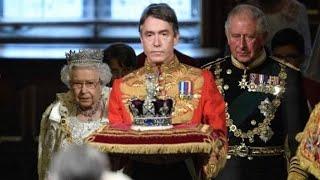 運ばれる王冠や職杖、黒杖官の役割……イギリス議会の伝統的な開会式