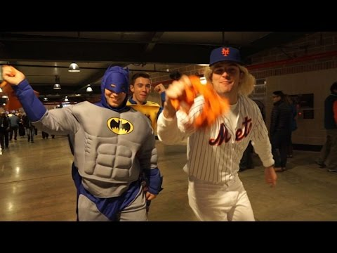 WS2015 Gm4: Fans dress up for Halloween at Citi Field