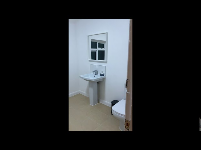 3 Luxury Furnished Bedrooms by EAA Homes - Redhill Main Photo