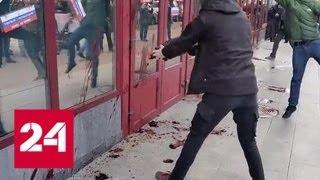 В Киеве украинские националисты провели очередной митинг против Петра Порошенко - Россия 24
