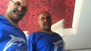 Как клеить потолочный плинтус(Как мы клеим потолочный плинтус в ванной комнате Это видео создано с помощью видеоредактора YouTube..., 2014-04-12T15:13:22.000Z)