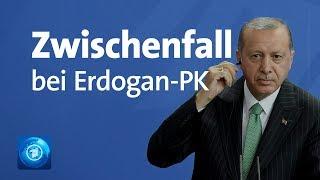 Bei Erdogan-Pressekonferenz: vor laufenden Kameras abgeführt