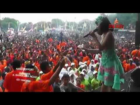 Tasya Rosmala - Goyah (New Pallapa 2017 Live Karang Bener Kudus)