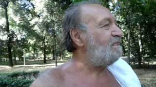 L'attore Carlo Monni e il divieto di vendere alcol sul suolo pubblico thumbnail
