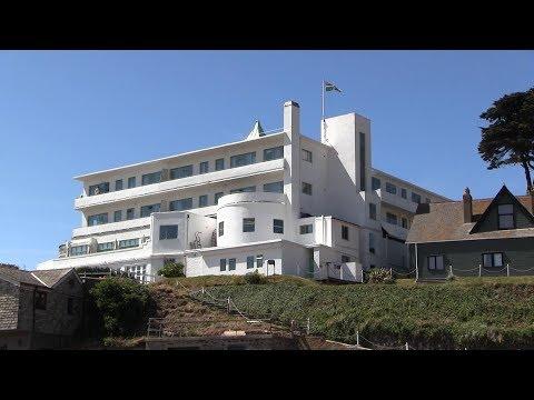 burgh-island-and-the-art-deco-burgh-island-hotel-south-devon.