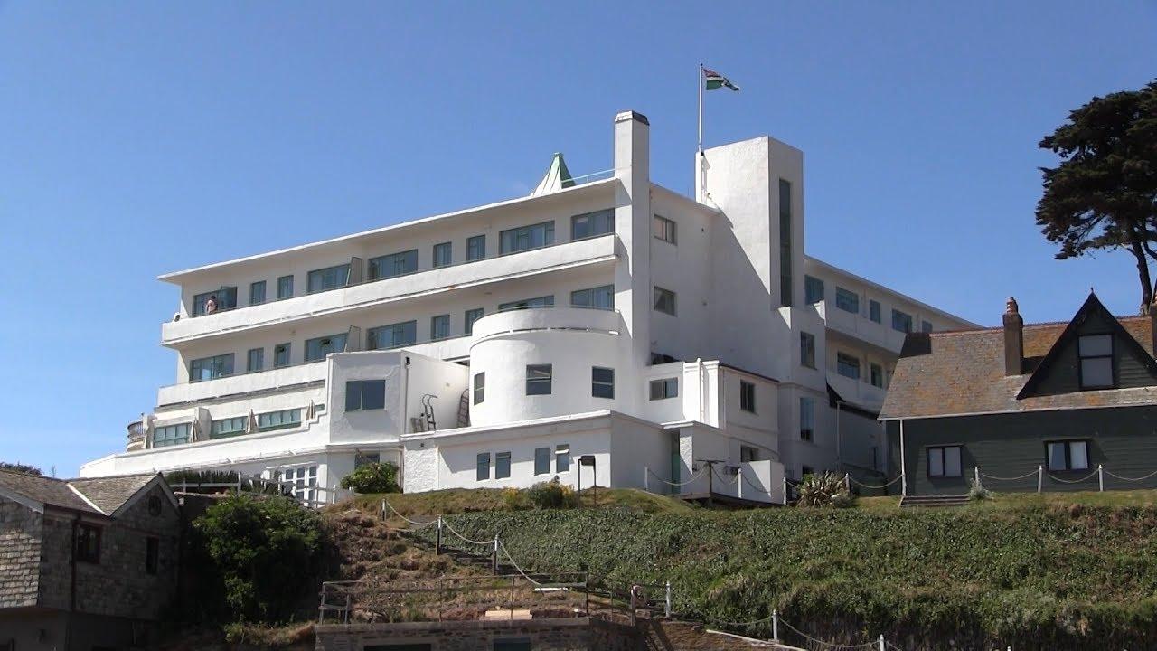 Burgh island and the art deco burgh island hotel south for Art deco hotel devon