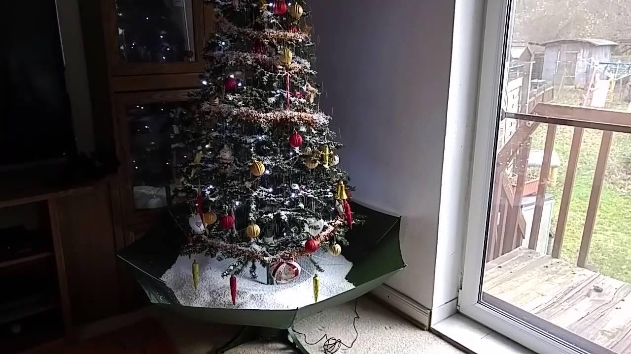 Schneiender Weihnachtsbaum.Schneiender Weihnachtsbaum