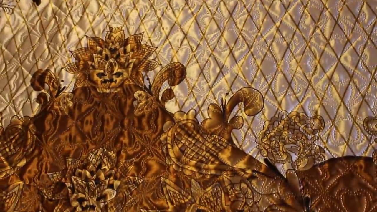 Ткань фай – это плотная ткань, изготовленная из шёлка (натуральный или искусственный шёлк), хлопка или шерсти путём репсового переплетения нитей. Ткань имеет мелкие поперечные рубчики, которые образовываются благодаря переплетению тонких нитей основы и более толстых нитей утка,
