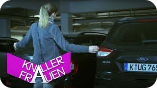 Knallerfrau wird zugeparkt