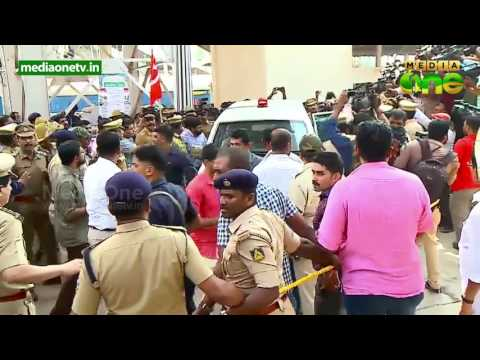 Kerala CM Pinarayi Vijayan reaches Mangalore amid Sangh protests