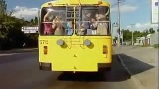 Маски в троллейбусе.