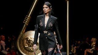 Download Video Versace   Fall/Winter 2019/20  Milan Fashion Week MP3 3GP MP4
