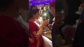 Красивая невеста и счастливый жених
