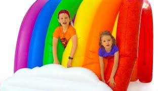 Max y Katy discuten sobre sorpresas de juguetes
