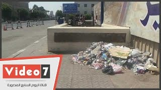 تراكم أكوام القمامة بمخارج محطة مترو السادات والحدائق المحيطة بقصر النيل