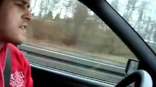 Девушка из Польши очень классно поет в машине