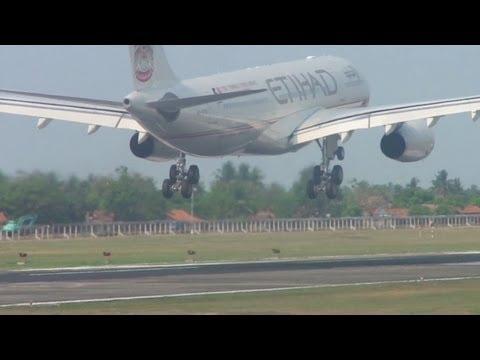 Takeoff from Soekarno Hatta Airport and Landing at Adisucipto Airport (離陸と着陸 ジャカルタ発ジョグジャカルタ着)