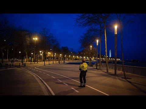 شاهد: شوارع مدينة برشلونة الاسبانية شبه خالية بسبب إجراءات الحجز الصحي…  - نشر قبل 12 ساعة